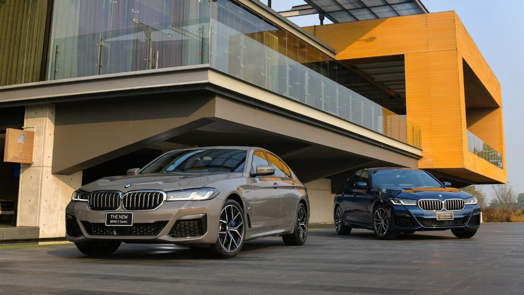 2021 BMW 5 Series Sedan 530e M Sport Exterior 041
