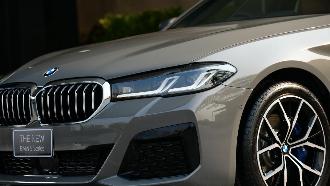 2021 BMW 5 Series Sedan 530e M Sport Exterior 035