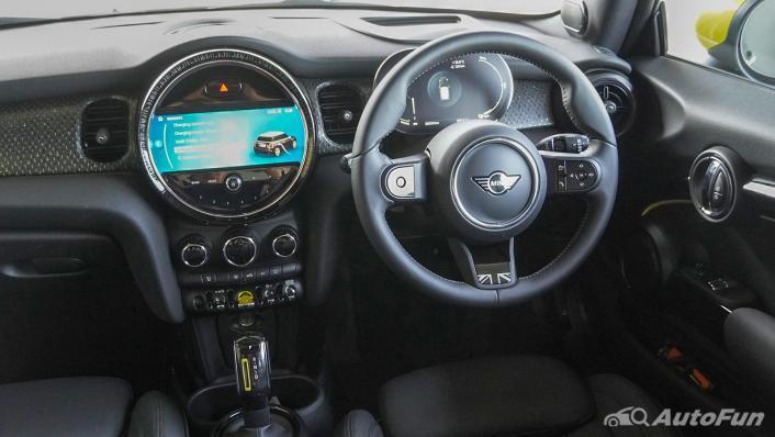 2021 MNI 3-Door Hatch Cooper S Interior 002
