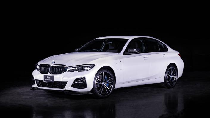 2021 BMW 3 Series Sedan 330e M Sport Exterior 001