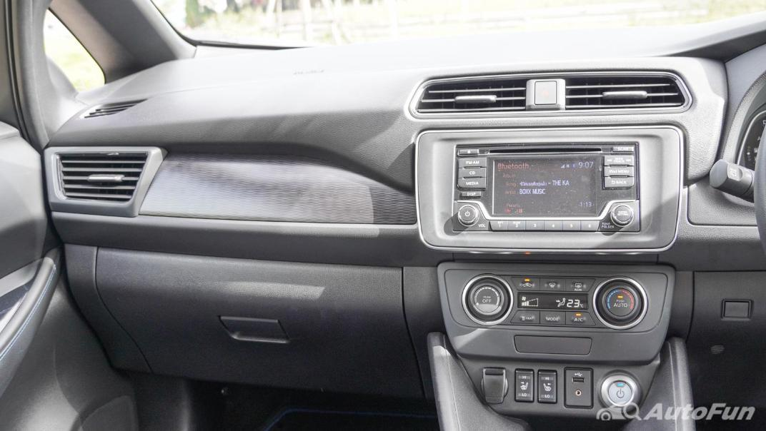 2020 Nissan Leaf Electric Interior 013
