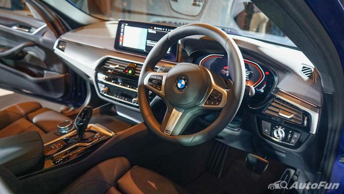 2021 BMW 5 Series Sedan 520d M Sport Interior 002