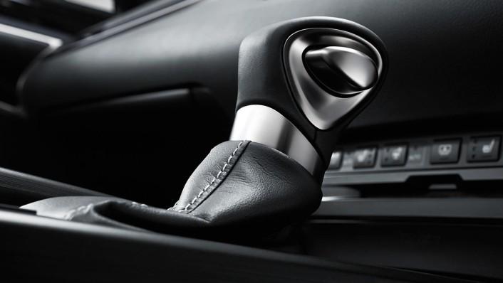 Lexus ES 2020 Interior 008