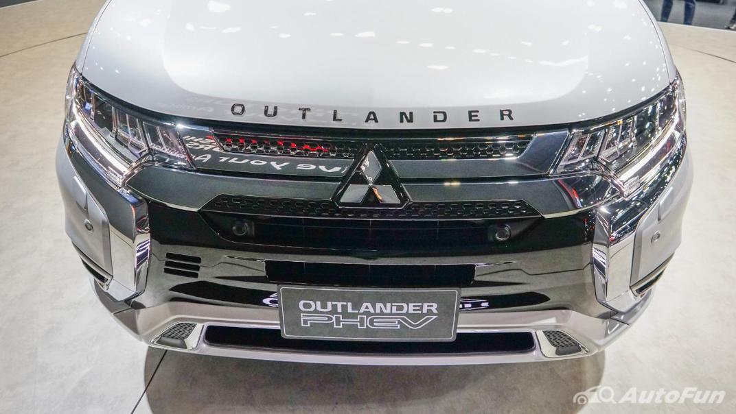 2021 Mitsubishi Outlander PHEV GT Exterior 008