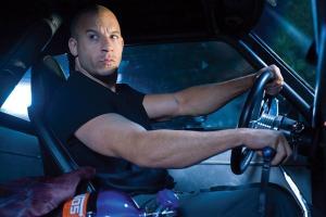 ลองทายกันดู ว่าพี่ Vin Diesel แห่ง Fast & Furious เขาพังรถไปกี่คันแล้วทั้งแฟรนไชส์