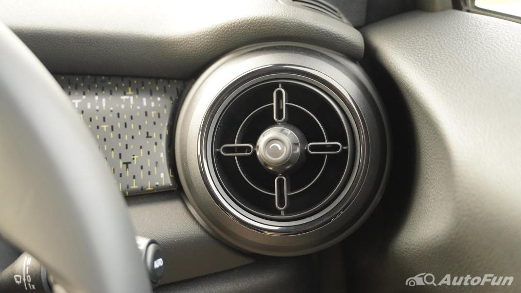 2021 MNI 3-Door Hatch Cooper S Interior 015