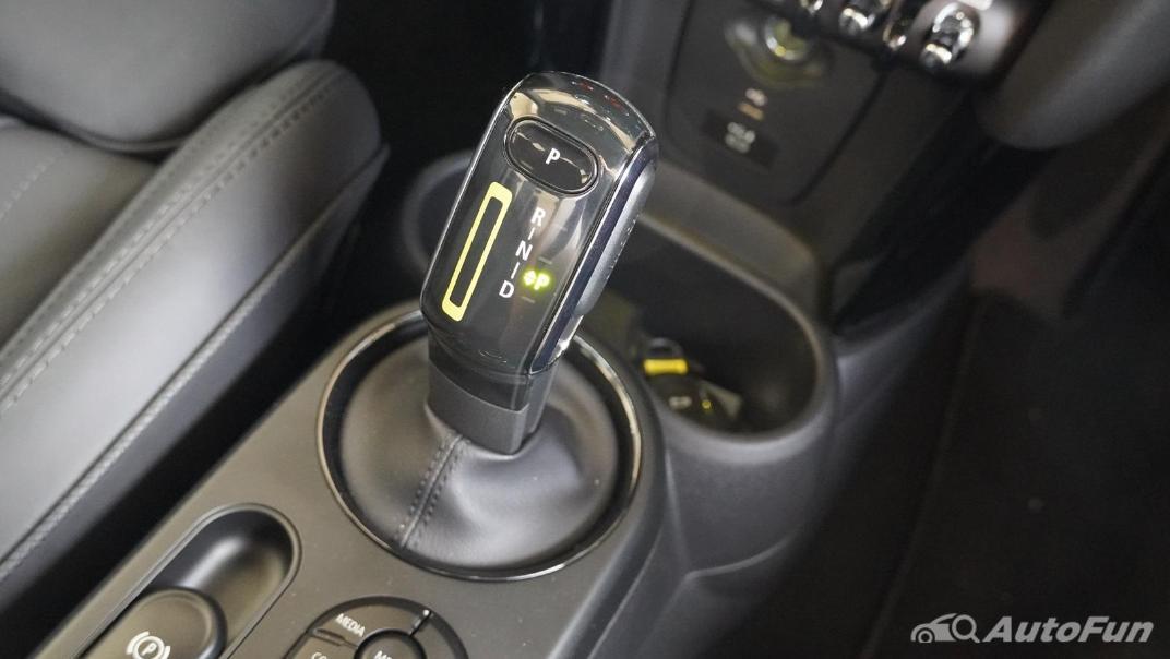 2021 MNI 3-Door Hatch Cooper S Interior 025
