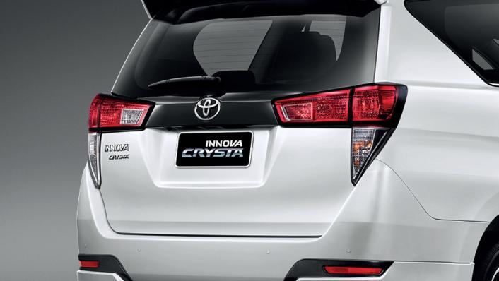 2021 Toyota Innova Crysta Exterior 003