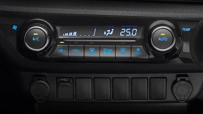 Toyota Hilux Revo Smart Cab 2020 Interior 007