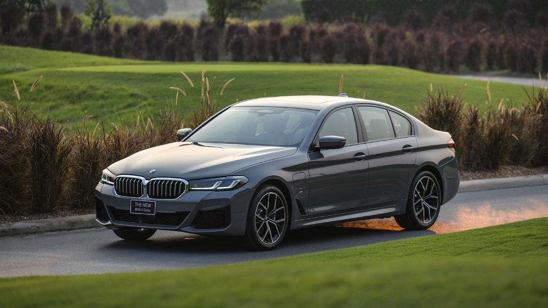 2021 BMW 5 Series Sedan 530e M Sport Exterior 044