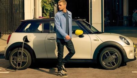 ราคา Mini Cooper-Se Electric ใหม่ สเปค รูปภาพ รีวิวรถใหม่โดยทีมงานนักข่าวสายยานยนต์ | AutoFun