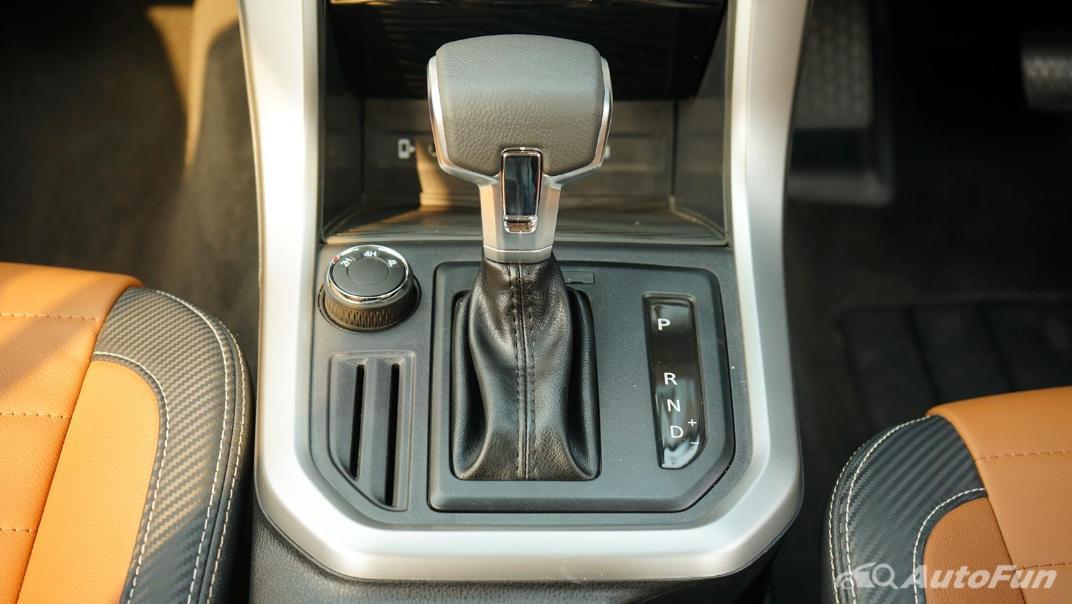2021 MG Extender Interior 012