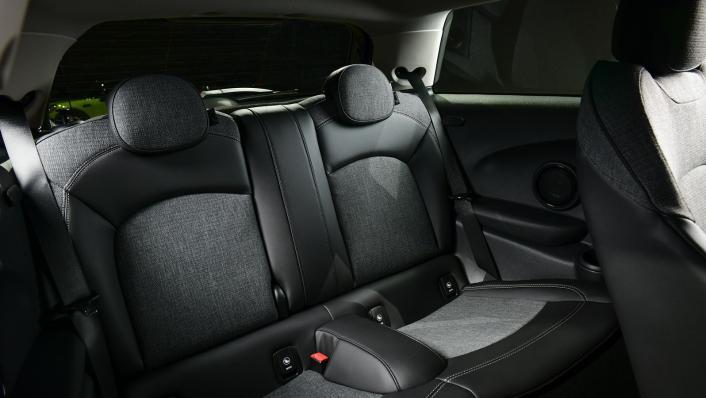 2021 MNI 3-Door Hatch Cooper Interior 008