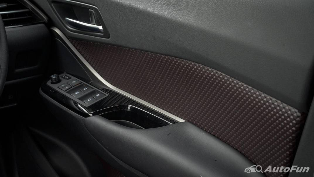 2021 Toyota C-HR Hybrid Premium Safety Interior 022