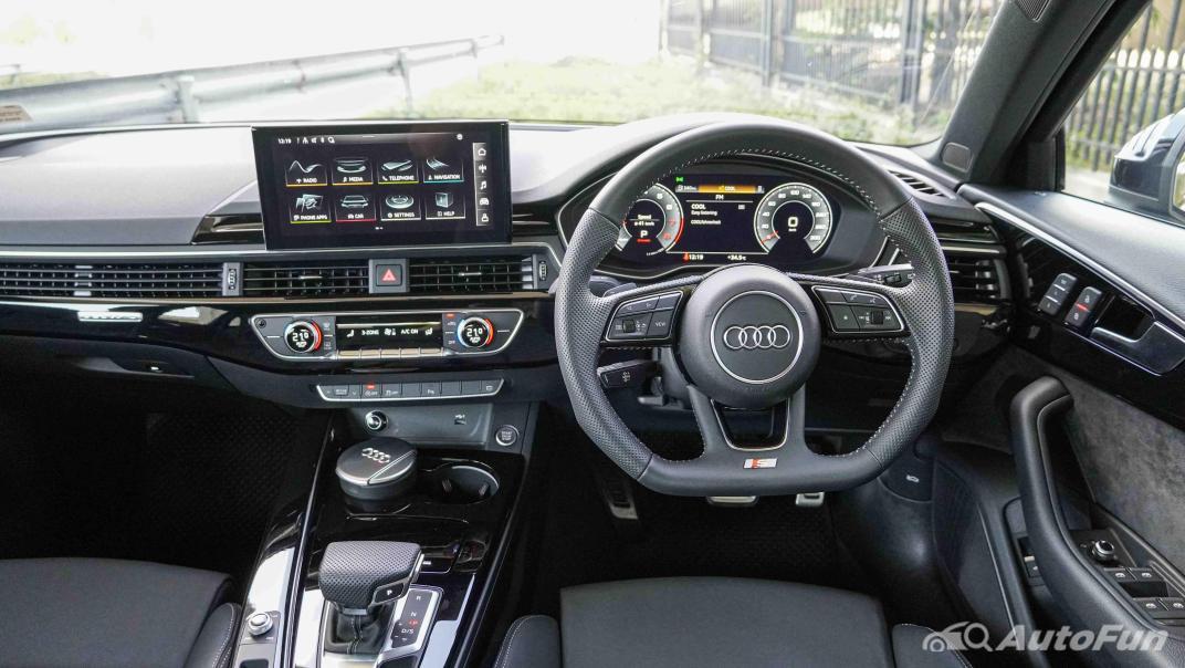 2020 Audi A4 Avant 2.0 45 TFSI Quattro S Line Black Edition Interior 003