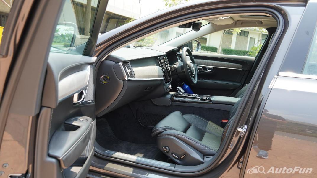 2021 Volvo S90 Recharge Interior 025