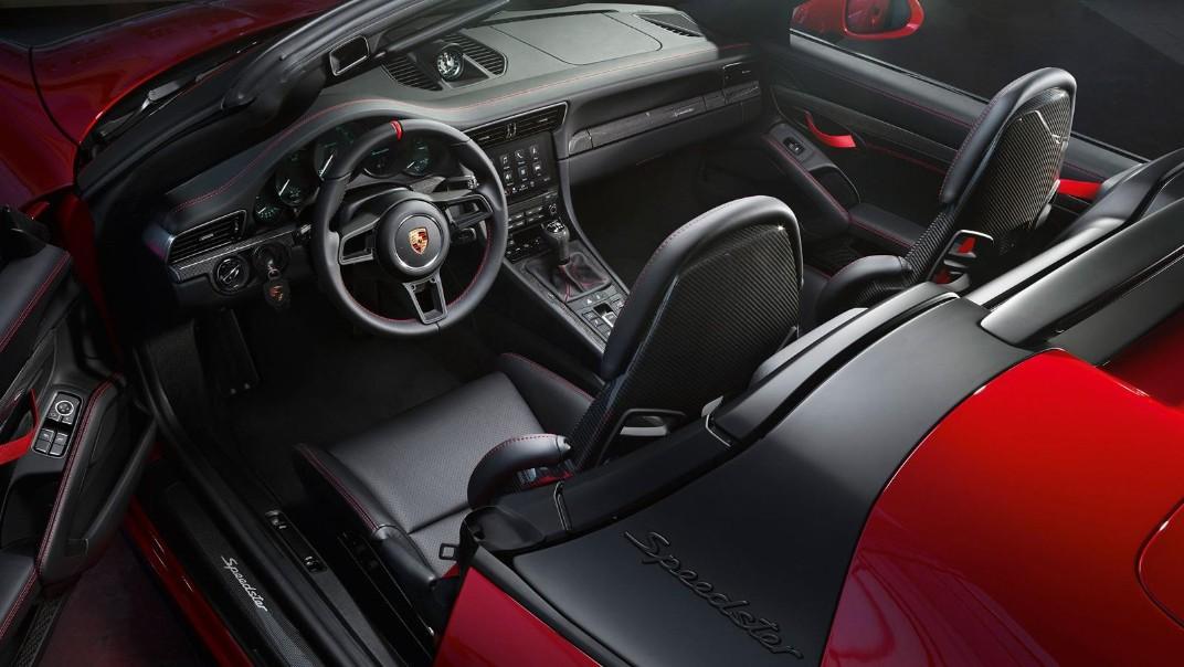 Porsche 911 Public 2020 Interior 003