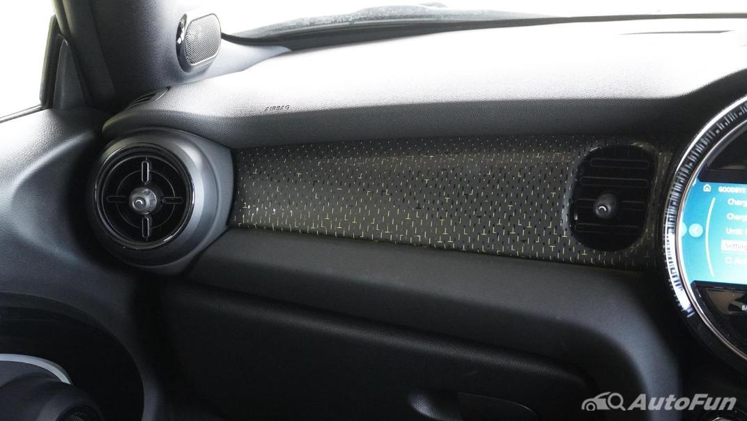 2021 MNI 3-Door Hatch Cooper S Interior 016