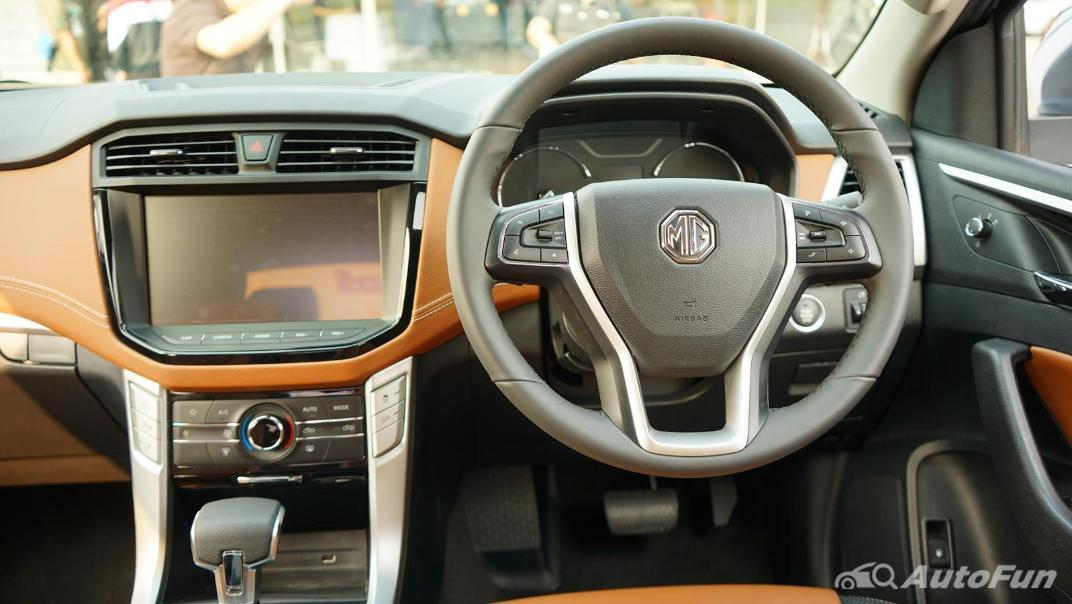 2021 MG Extender Interior 002