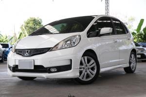 2012 Honda Jazz นำเข้าญี่ปุ่น ออพชั่นดีกว่าไทยในราคา 300,000 กว่าบาทเท่านั้น