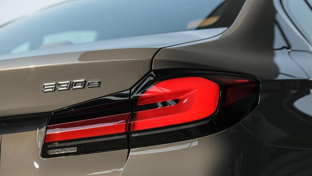 2021 BMW 5 Series Sedan 530e M Sport Exterior 038