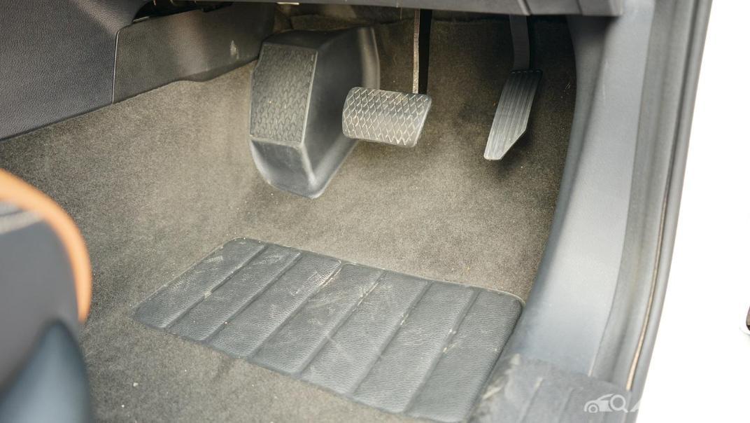 2021 MG Extender Interior 005