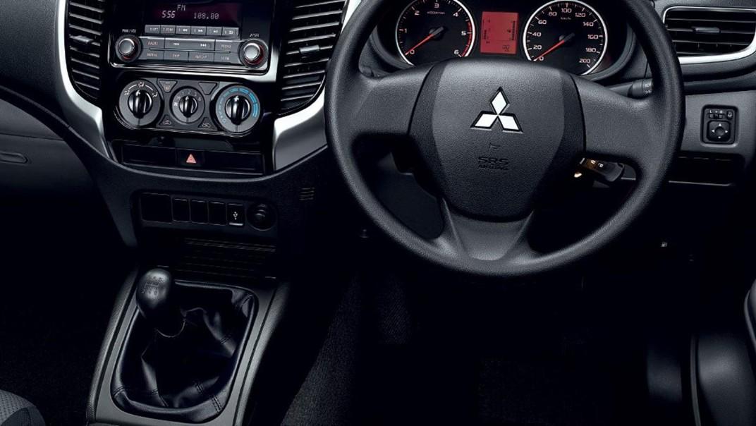 Mitsubishi Triton 2020 Interior 003