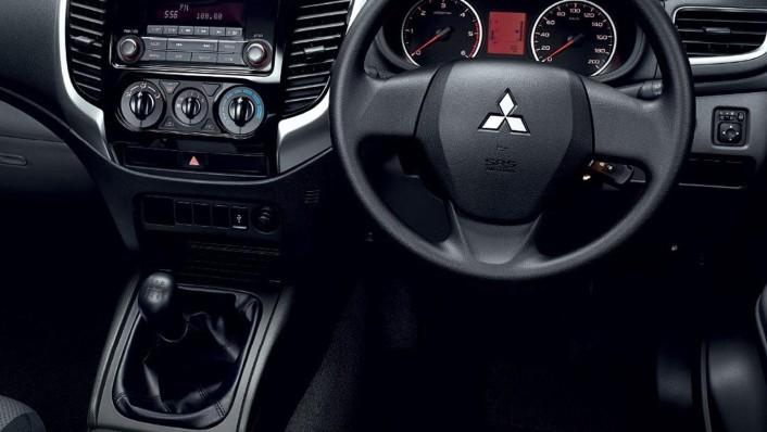 Mitsubishi Triton Public 2020 Interior 003