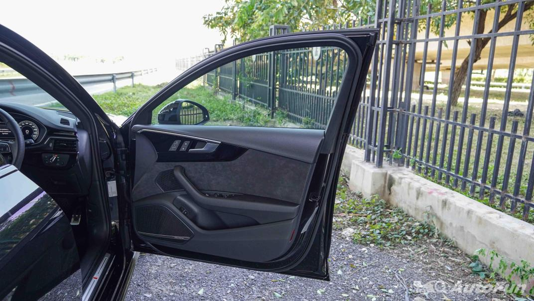 2020 Audi A4 Avant 2.0 45 TFSI Quattro S Line Black Edition Interior 056