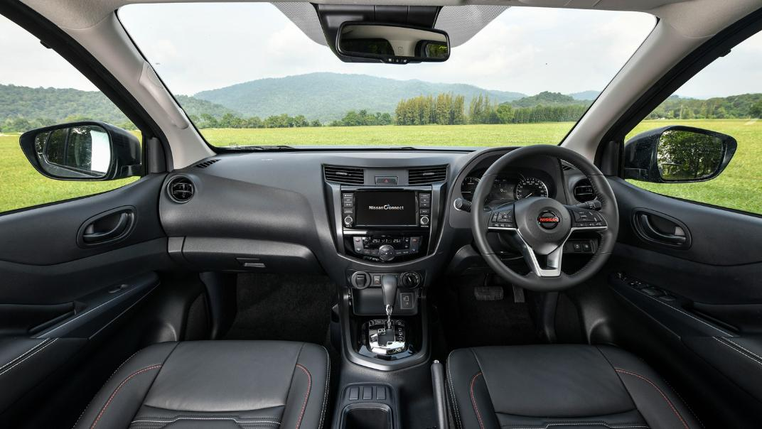 2021 Nissan Navara PRO-4X Interior 060