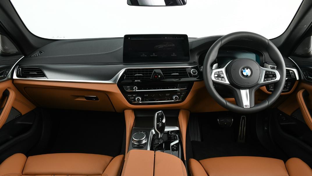 2021 BMW 5 Series Sedan 530e M Sport Interior 023