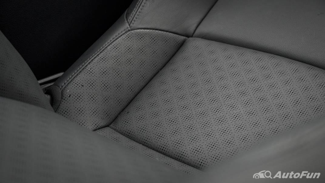 2021 Toyota C-HR Hybrid Premium Safety Interior 054
