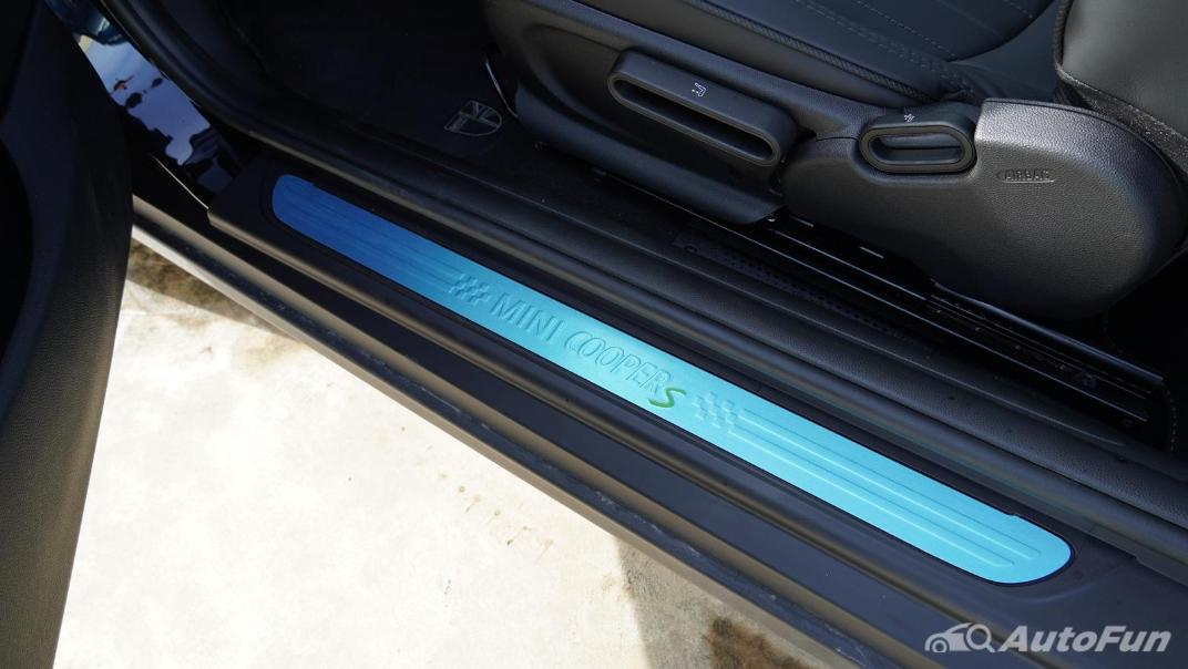 2021 MNI 3-Door Hatch Cooper S Interior 042