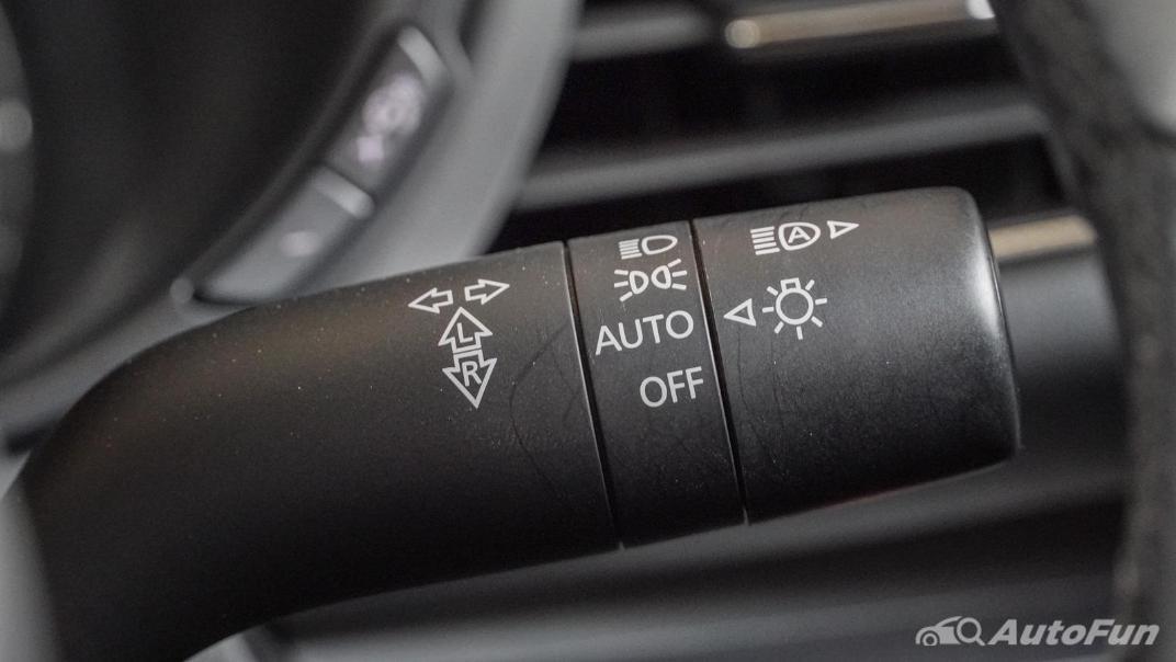 2020 Mazda 3 Fastback 2.0 SP Sports Interior 013