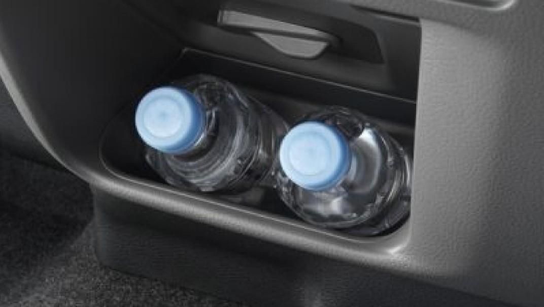 Nissan Urvan 2020 Interior 006