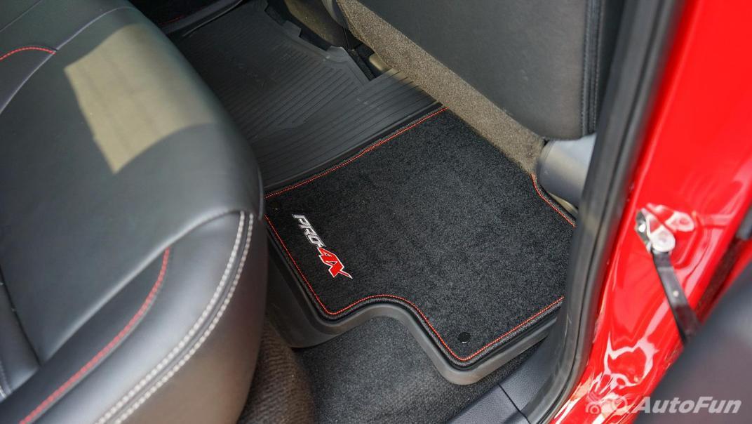 2021 Nissan Navara PRO-4X Interior 038