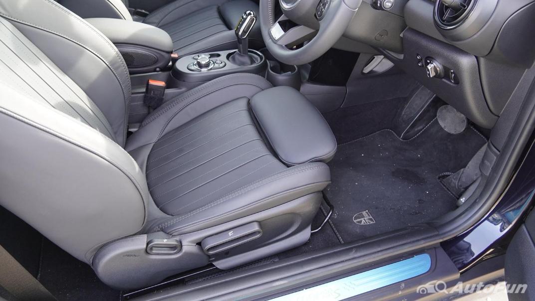 2021 MNI 3-Door Hatch Cooper S Interior 037