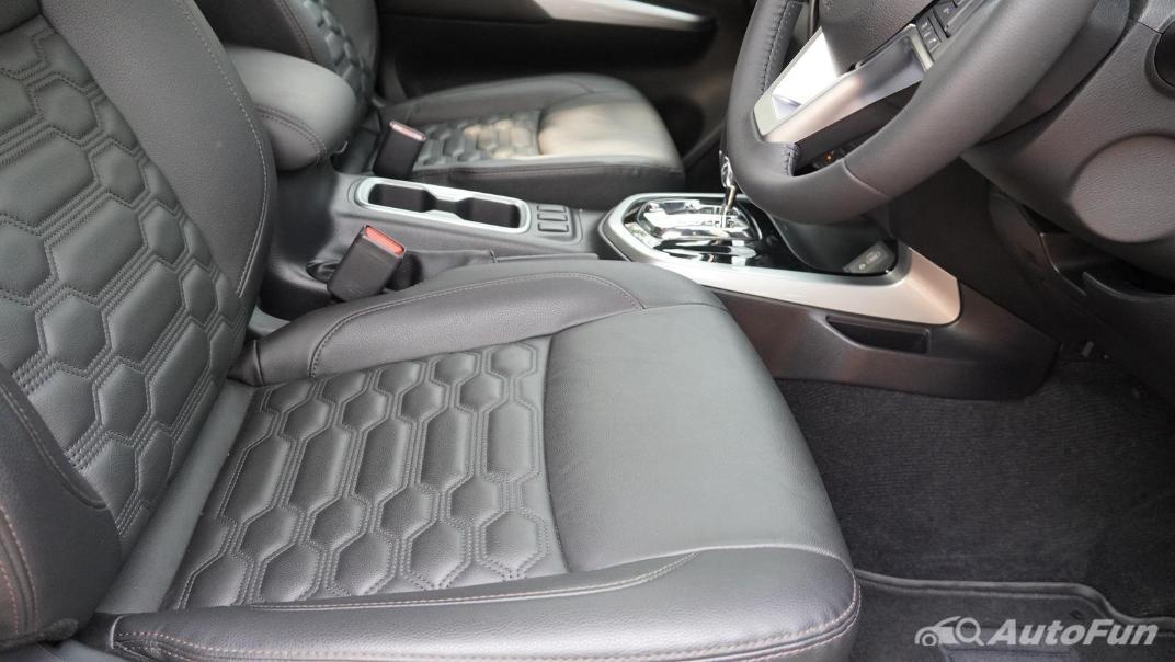 2021 Nissan Navara Double Cab 2.3 4WD VL 7AT Interior 037