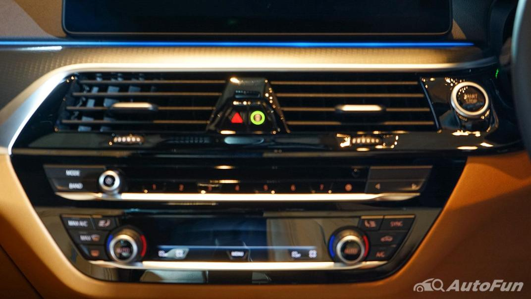 2021 BMW 5 Series Sedan 530e M Sport Interior 007