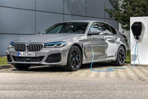 BMW เรียกคืนรถปลั๊กอินไฮบริดเสี่ยงไฟช็อตในไทย – รวมเกือบ 3 หมื่นคันทั่วโลก รุ่นอะไรบ้างเช็คด่วน