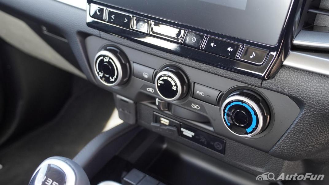 Mazda BT-50 Pro 2021 Interior 013
