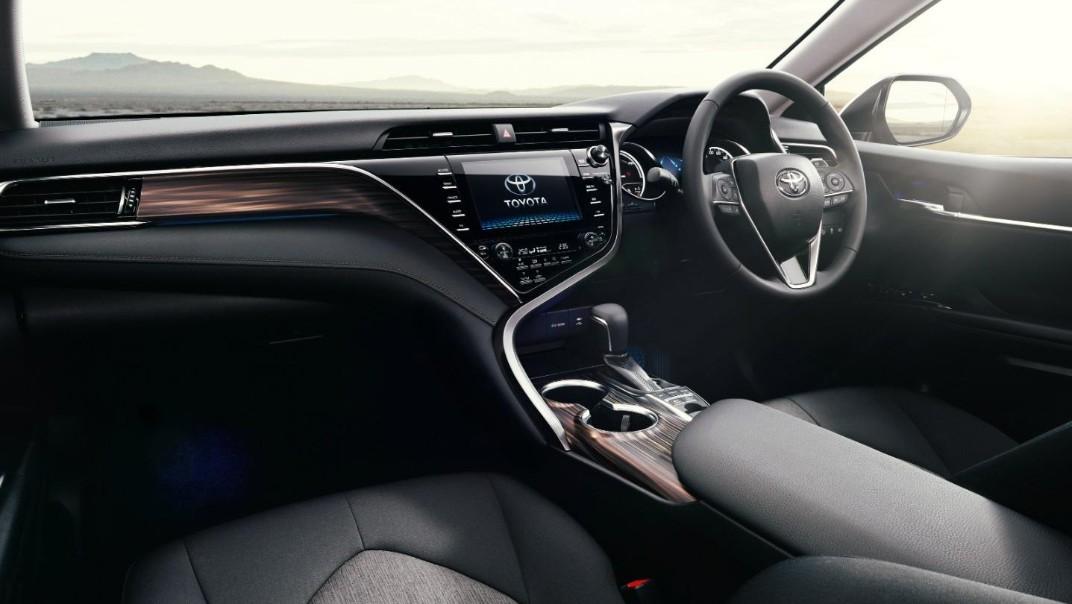 Toyota Camry 2020 Interior 011