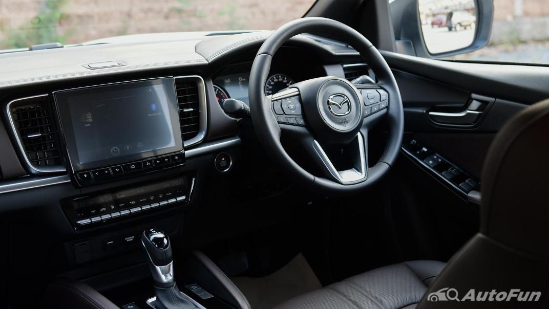 2021 Mazda BT-50 Pro Double Cab 1.9 SP Hi-Racer 6AT Interior 002
