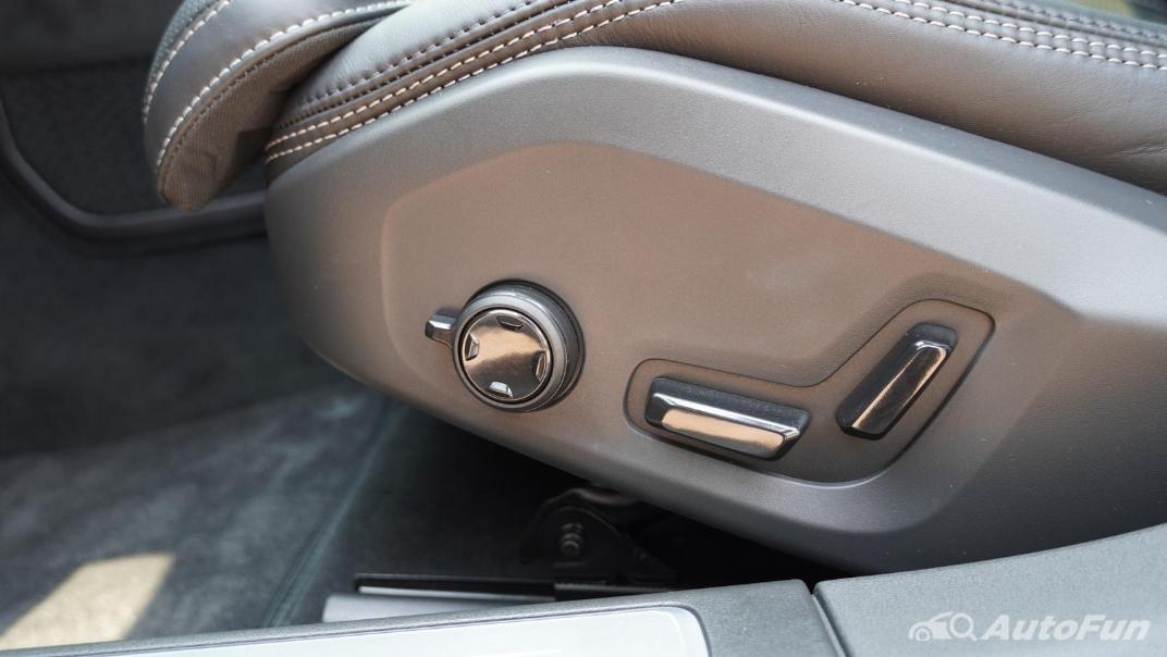 2021 Volvo S90 Recharge Interior 026