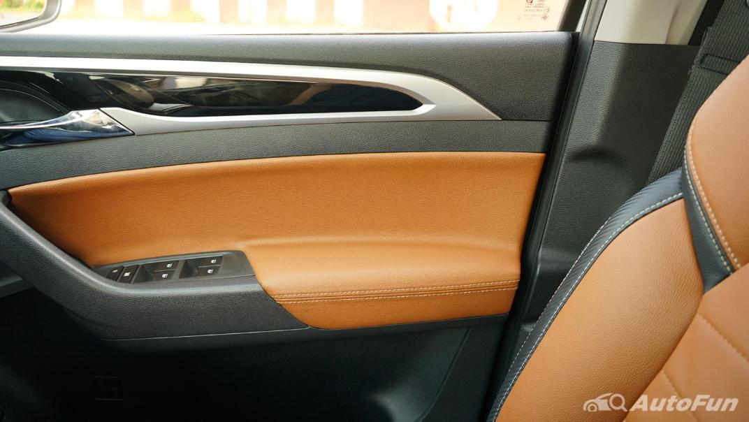 2021 MG Extender Interior 015