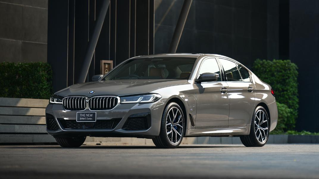 2021 BMW 5 Series Sedan 530e M Sport Exterior 024