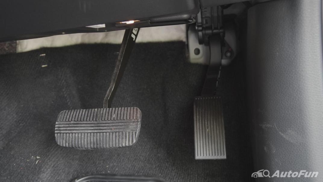 2021 Nissan Terra 2.3 VL 4WD Interior 012