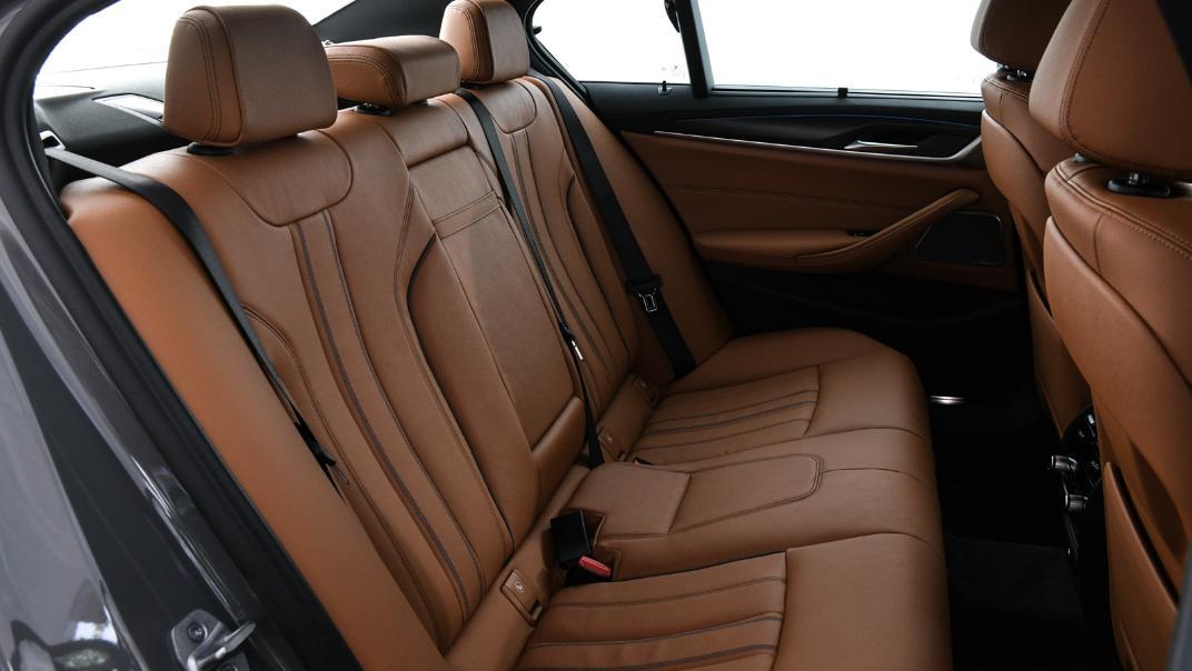 2021 BMW 5 Series Sedan 530e M Sport Interior 040