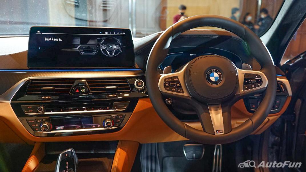 2021 BMW 5 Series Sedan 530e M Sport Interior 003