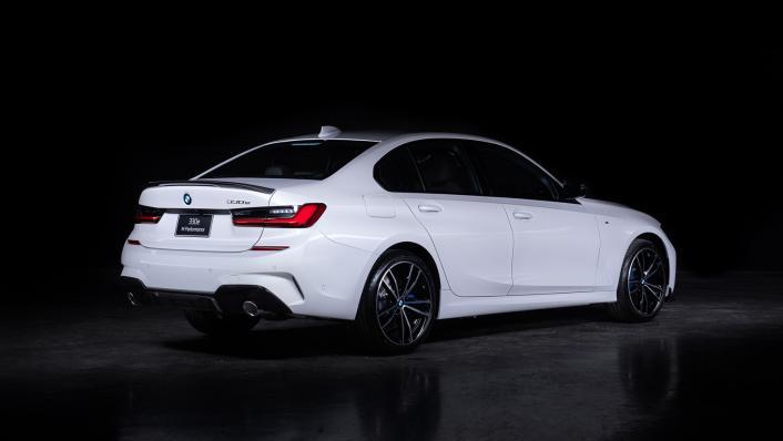 2021 BMW 3 Series Sedan 330e M Sport Exterior 003